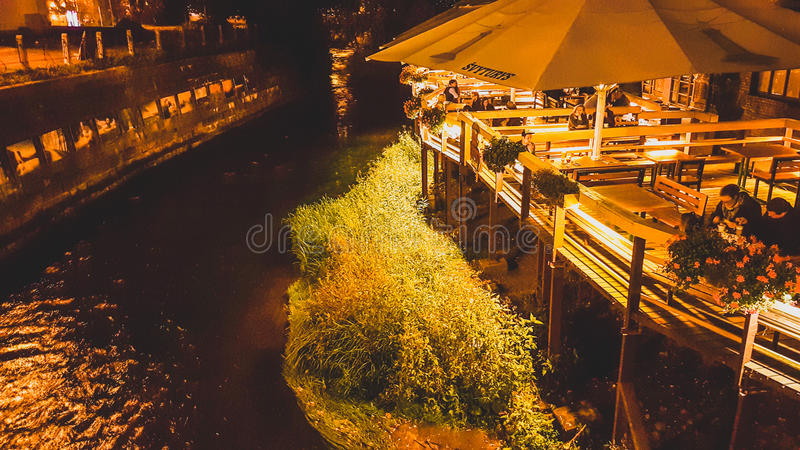 Καφές Uzupis κοντά στον ποταμό Vilnia, Vilnius στοκ εικόνες με δικαίωμα ελεύθερης χρήσης