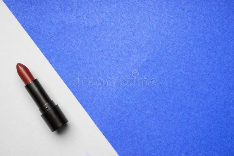 Καφέ κραγιόν στο υπόβαθρο χρώματος στοκ εικόνες με δικαίωμα ελεύθερης χρήσης