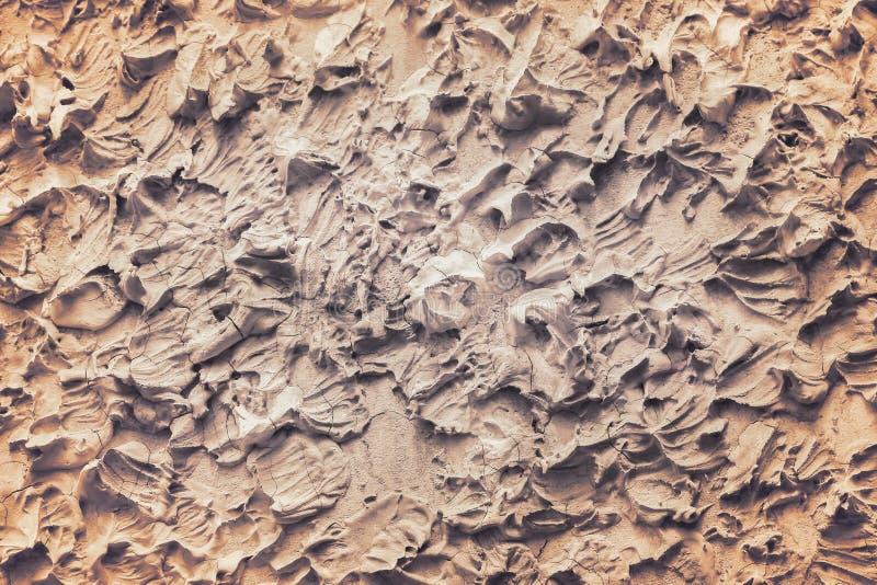 Καφετής επικονιάζοντας τη σύσταση συμπαγών τοίχων στα άνευ ραφής τραχιά σχέδια, το άσπρο ή γκρίζο αφηρημένο υπόβαθρο τέχνης στοκ εικόνα