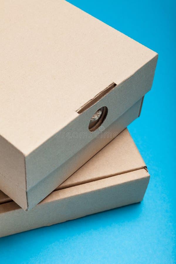 Καφετί κιβώτιο παράδοσης, εμπορευματοκιβώτια φορτίου χαρτοκιβωτίων στοκ φωτογραφία με δικαίωμα ελεύθερης χρήσης