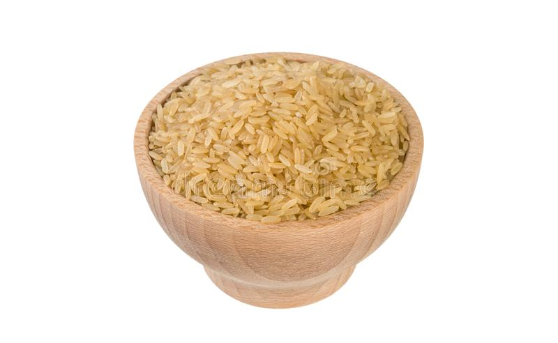 Καφετί ρύζι στο ξύλινο κύπελλο που απομονώνεται στο άσπρο υπόβαθρο διατροφή συστατικό τροφίμων στοκ φωτογραφία με δικαίωμα ελεύθερης χρήσης