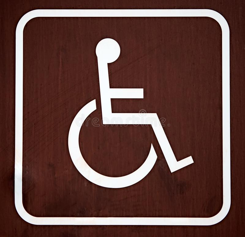 Καφετί σημάδι αναπηρικών καρεκλών στοκ φωτογραφία με δικαίωμα ελεύθερης χρήσης