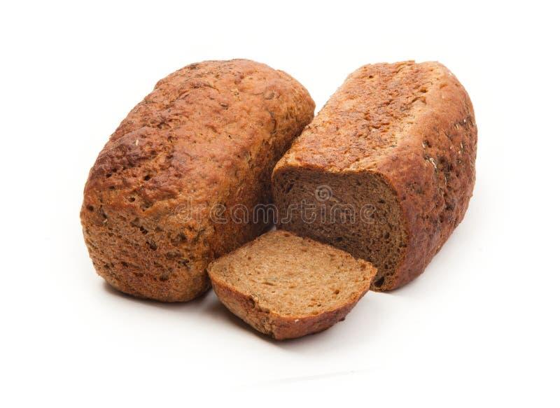 Καφετί ψωμί Yeastless με τον άνηθο στο άσπρο υπόβαθρο στοκ εικόνες