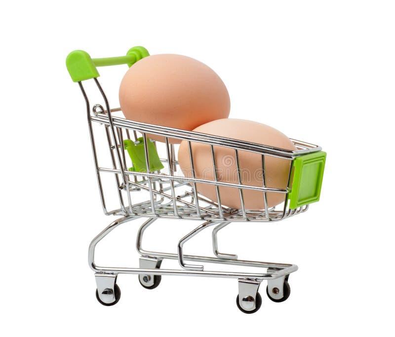 Καφετιά αυγά κοτόπουλου σε ένα καλάθι αγορών στοκ εικόνα με δικαίωμα ελεύθερης χρήσης