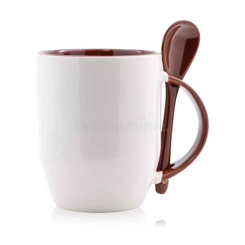 Καφετιά κούπα και κουτάλι καφέ που απομονώνονται στο άσπρο υπόβαθρο Κενό φλυτζάνι τσαγιού για το σχέδιό σας ( απεικόνιση αποθεμάτων