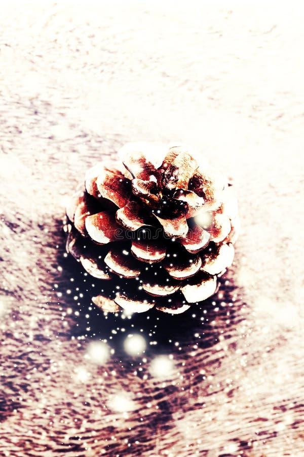 Download Καφετιά ξύλινη σύσταση με το άσπρα χιόνι και τα αστέρια Backgrou Χριστουγέννων Στοκ Εικόνες - εικόνα από hardwood, αναδρομικός: 62701414