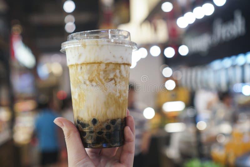 Καφετιά ποτά φυσαλίδων ζάχαρης στοκ εικόνες