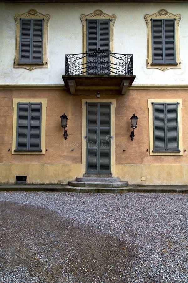 Καφετιά πόρτα Ευρώπη Ιταλία Λομβαρδία στο terra του Μιλάνου στοκ φωτογραφίες με δικαίωμα ελεύθερης χρήσης