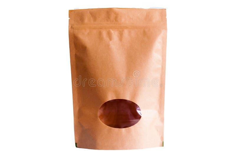 Καφετιά σακούλα εγγράφου του Κραφτ doypack με το φερμουάρ με το ωοειδές παράθυρο στο άσπρο υπόβαθρο στοκ εικόνα με δικαίωμα ελεύθερης χρήσης