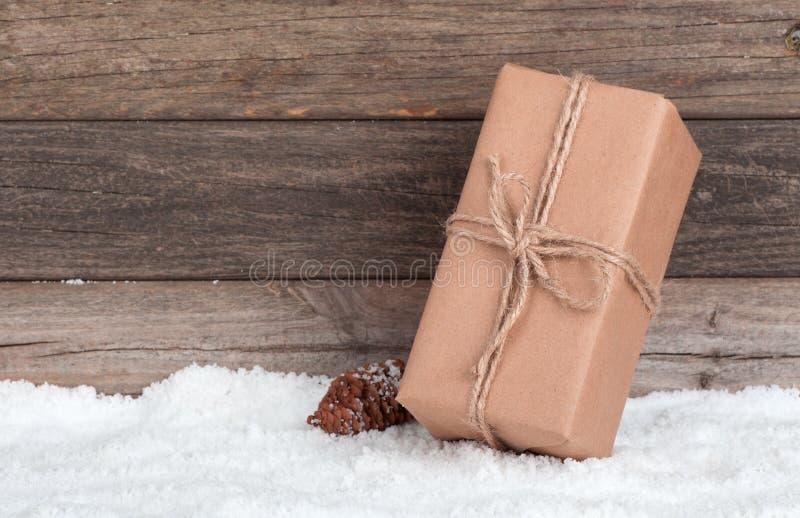 Καφετιά συσκευασία δώρων στοκ εικόνες