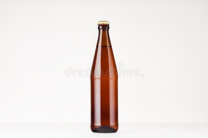 Καφετιά χλεύη μπουκαλιών μπύρας NRW 500ml επάνω στοκ φωτογραφία με δικαίωμα ελεύθερης χρήσης