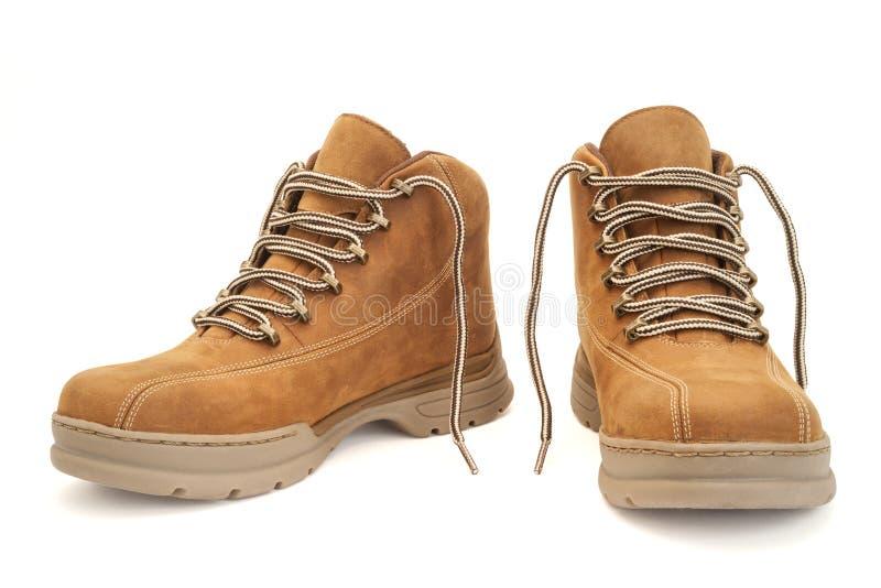 Καφετιές μπότες πεζοπορίας που απομονώνονται στο λευκό με το ψαλίδισμα του μονοπατιού στοκ εικόνες
