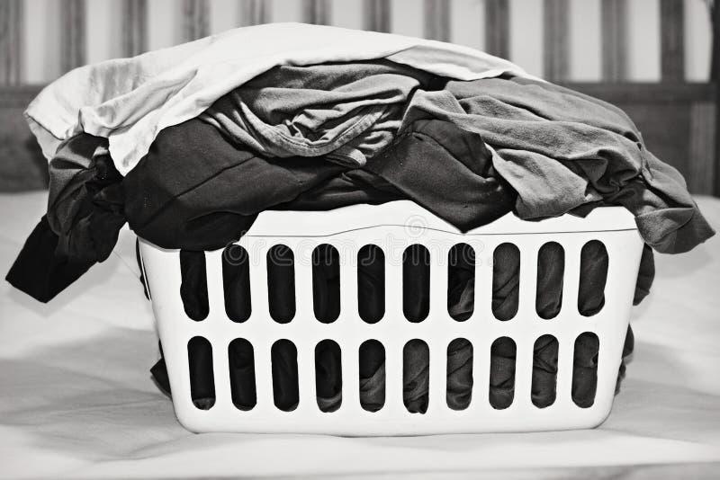 Καλάθι πλυντηρίων στοκ εικόνες