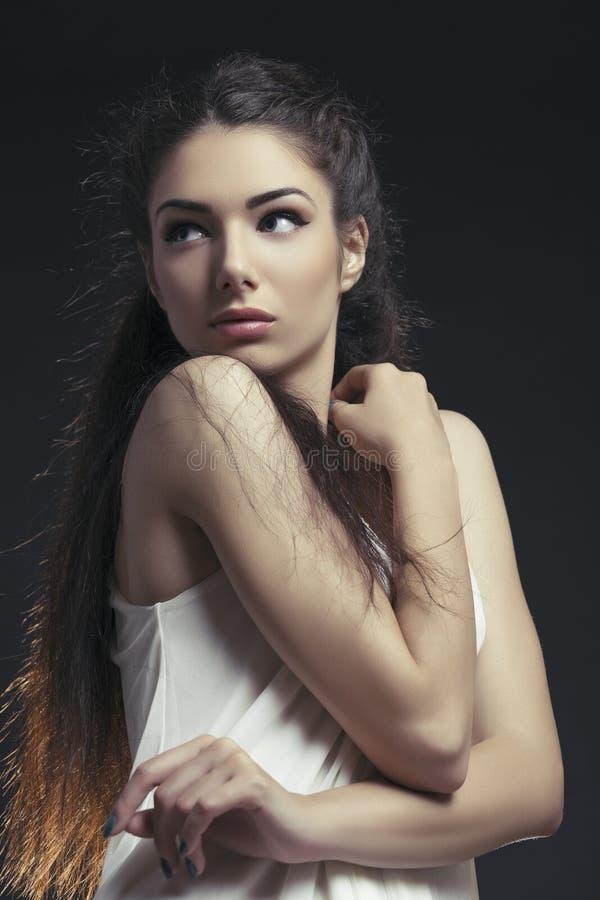 Καλή αισθησιακή ντροπαλή γυναίκα στοκ εικόνα με δικαίωμα ελεύθερης χρήσης