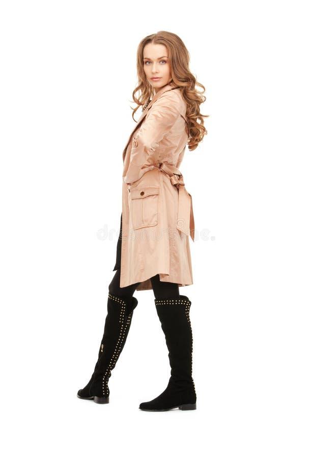 Καλή γυναίκα στο παλτό στοκ φωτογραφία