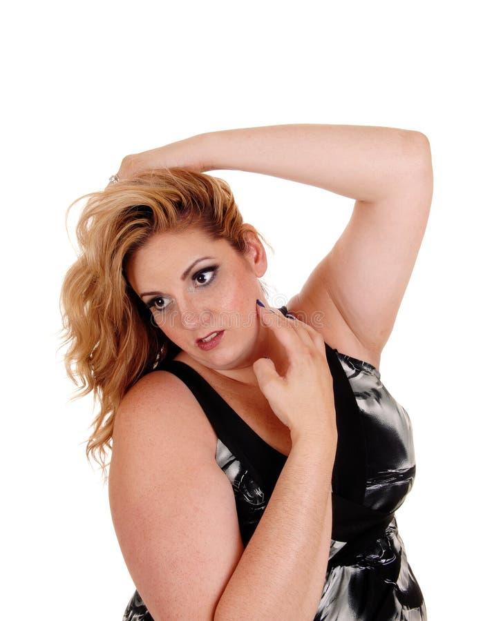 Καλή γυναίκα φυσικού μεγέθους με τα ξανθά μαλλιά στοκ εικόνες