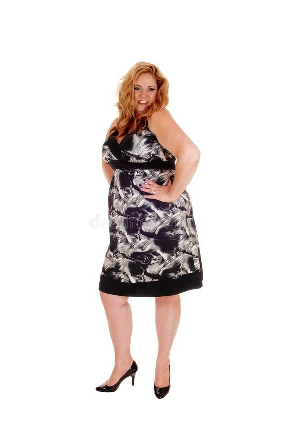 Καλή γυναίκα φυσικού μεγέθους με τα ξανθά μαλλιά στοκ εικόνα