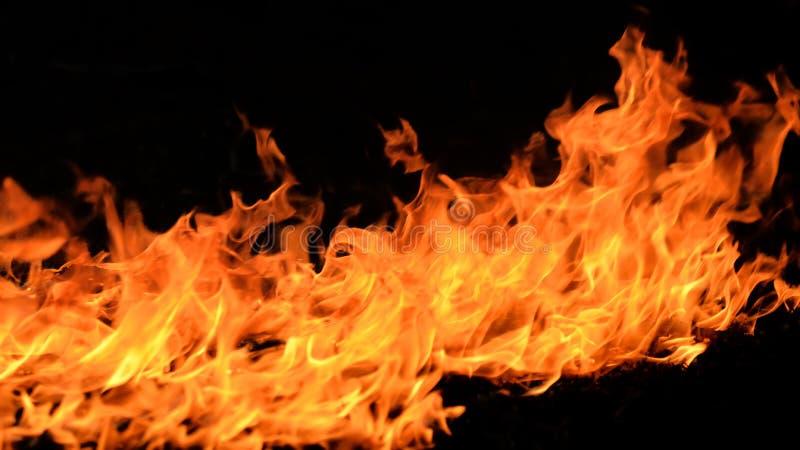 καλή κυριώτερη μαλακή κατακόρυφος φλογών πυρκαγιάς λεπτομέρειας ανασκόπησης μαύρη στοκ φωτογραφία με δικαίωμα ελεύθερης χρήσης