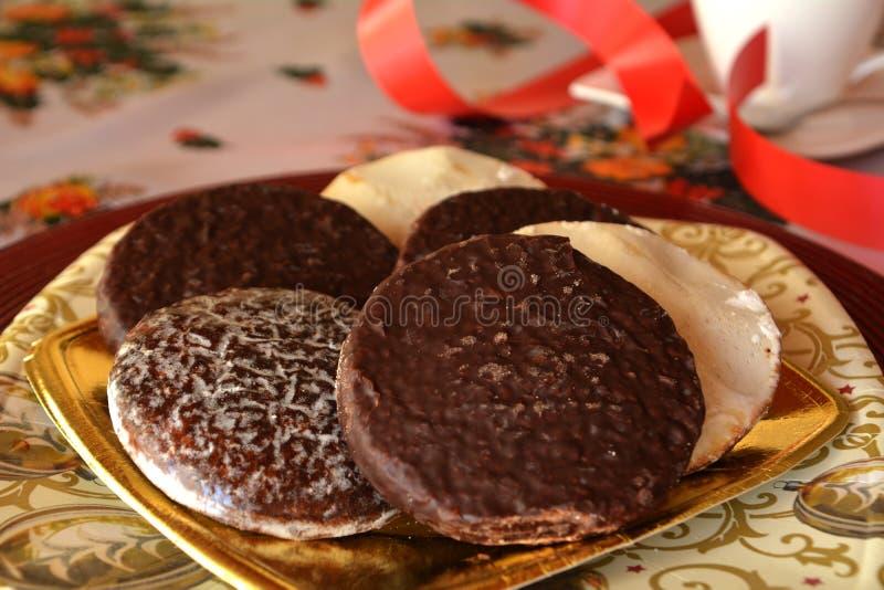 Download Καλή στενή επάνω εικόνα των μπισκότων και του φλιτζανιού του καφέ Χριστουγέννων Στοκ Εικόνες - εικόνα από κλείστε, επιδόρπιο: 62702298
