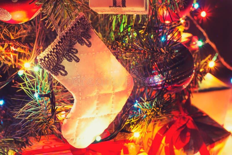 Καλή χρονιά 2017! Ατμοσφαιρικό υπόβαθρο, μπότα Χριστουγέννων στοκ φωτογραφία