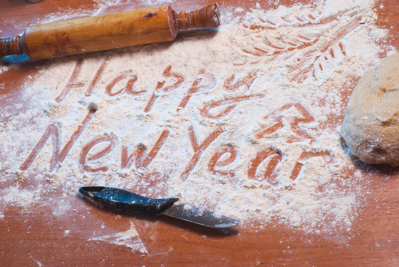 Καλή χρονιά που γράφεται στο αλεύρι, στοκ εικόνα