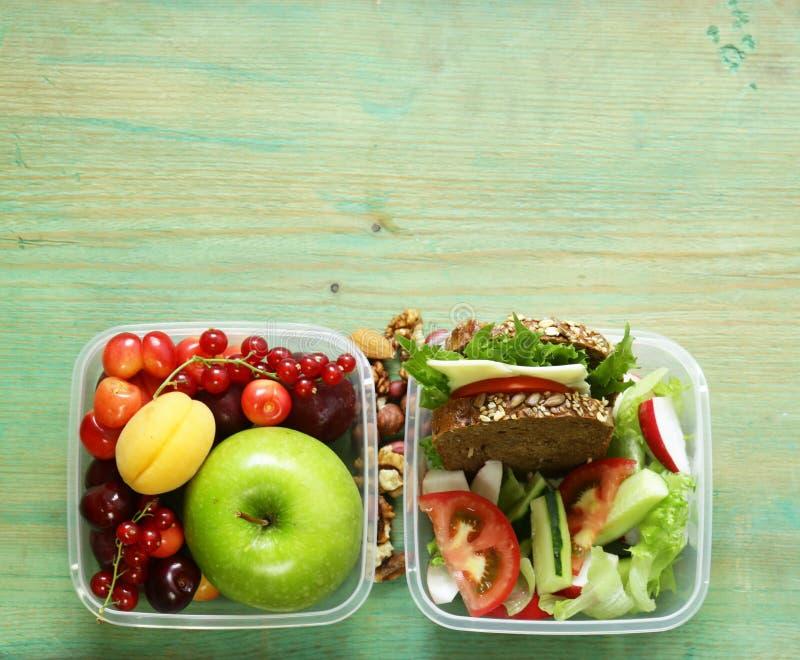 Καλαθάκι με φαγητό για την υγιή κατανάλωση στοκ φωτογραφίες με δικαίωμα ελεύθερης χρήσης