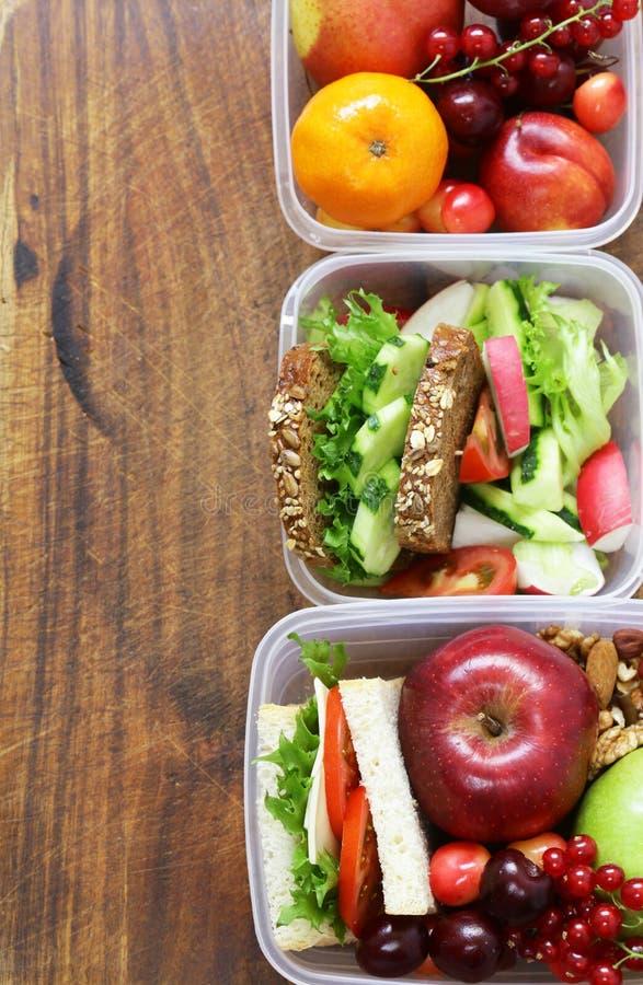 Καλαθάκι με φαγητό για την υγιή κατανάλωση στοκ φωτογραφίες
