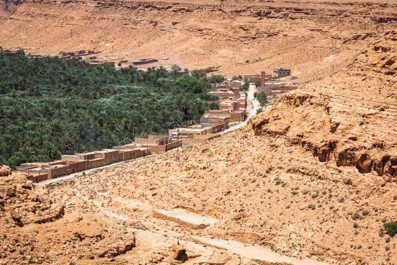 Καλλιεργημένοι τομείς και φοίνικες σε Errachidia Μαρόκο Βόρεια Αφρική Α στοκ εικόνες με δικαίωμα ελεύθερης χρήσης