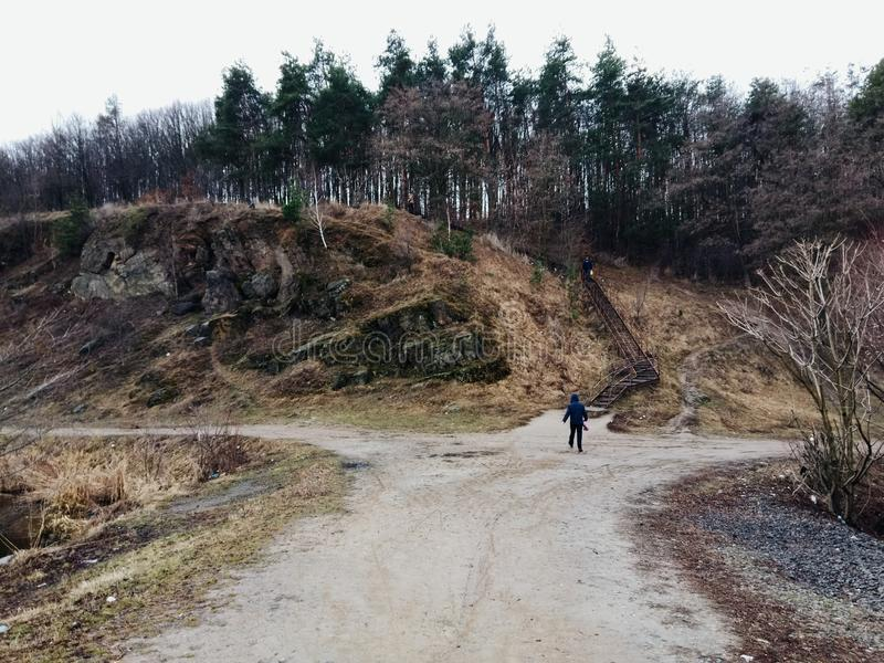 καλλιτεχνικό δάσος ταξιδιού οδικών μεταφορών φύσης κινήσεων έννοιας θαμπάδων στοκ φωτογραφία με δικαίωμα ελεύθερης χρήσης