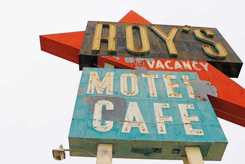 Καλιφόρνια, το σημάδι μοτέλ του Roy ` s στοκ εικόνες