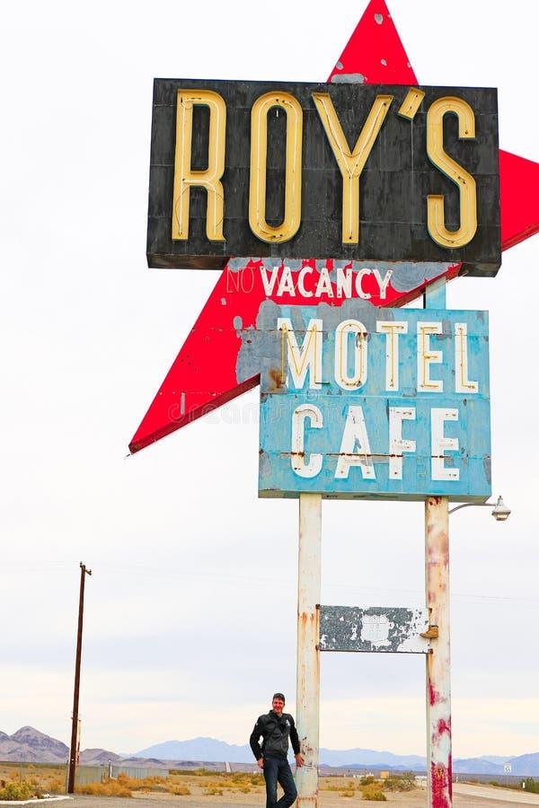 Καλιφόρνια, το σημάδι μοτέλ του Roy ` s στοκ φωτογραφίες