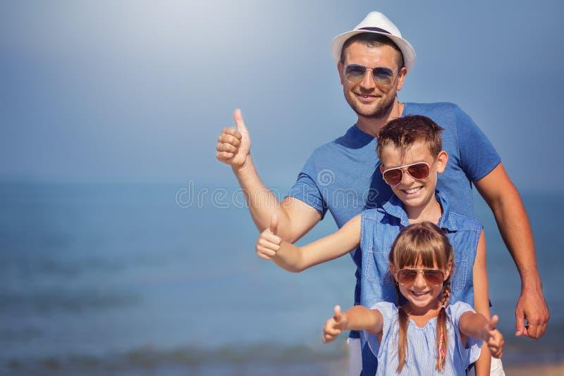 Καλοκαίρι, οικογένεια, έννοια διακοπών στοκ εικόνες