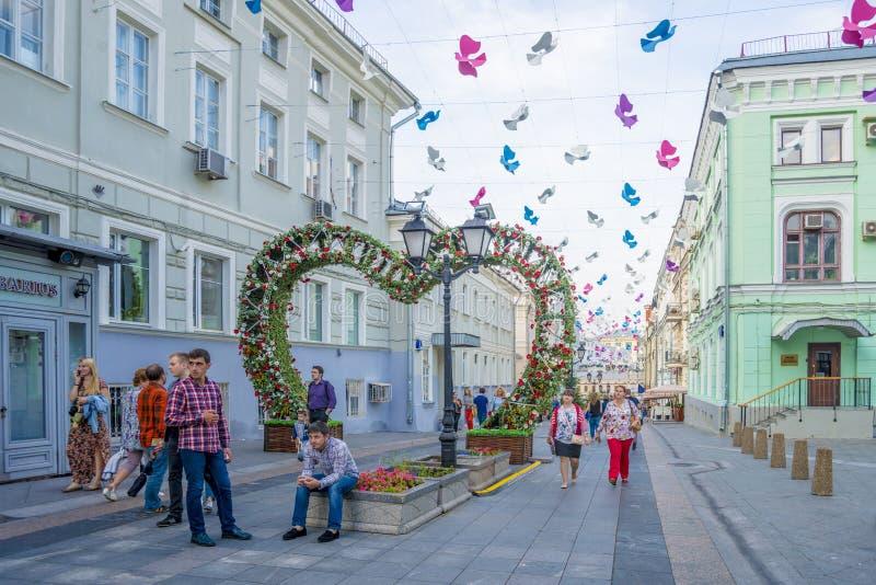 Καλοκαιρινές διακοπές στις οδούς του κέντρου της Μόσχας στοκ φωτογραφία
