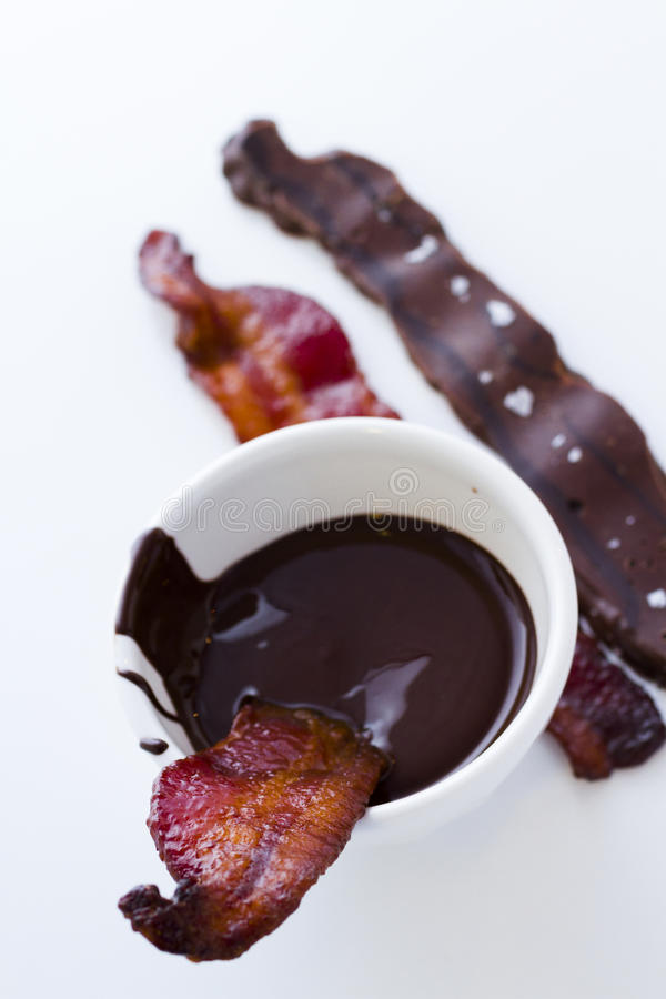 Καλυμμένο σοκολάτα μπέϊκον στοκ εικόνες