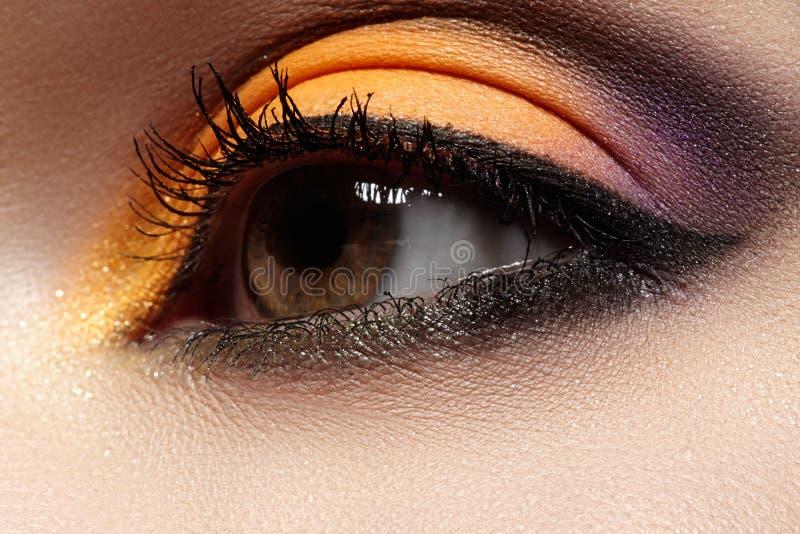 Καλλυντικά. Μακρο σύνθεση ματιών μόδας, φωτεινό ασιατικό ύφος με το eyeliner στοκ φωτογραφία με δικαίωμα ελεύθερης χρήσης