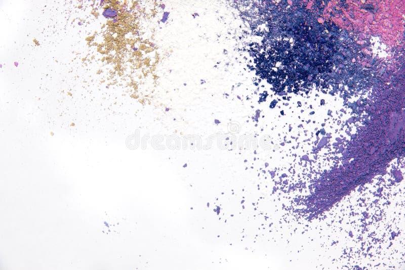 Καλλυντικό διεσπαρμένο σκόνη διάστημα αντιγράφων σκιάς ματιών διάφορο σύνολο στο άσπρο υπόβαθρο Η έννοια της μόδας και της ομορφι στοκ φωτογραφία