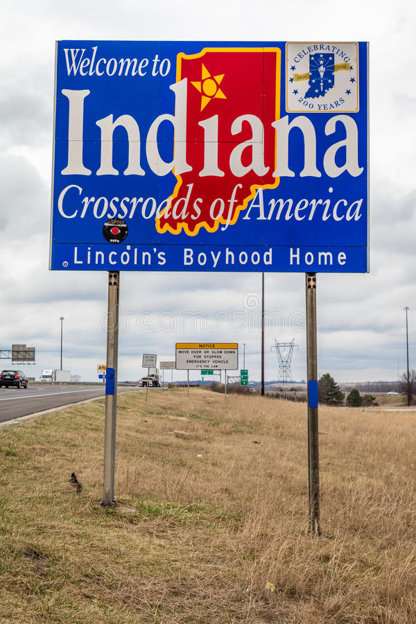 Καλωσορίστε στο κράτος της Ιντιάνα - Roadsign κατά μήκος διακρατικών 70 προς το Σαιντ Λούις, MO στοκ εικόνα