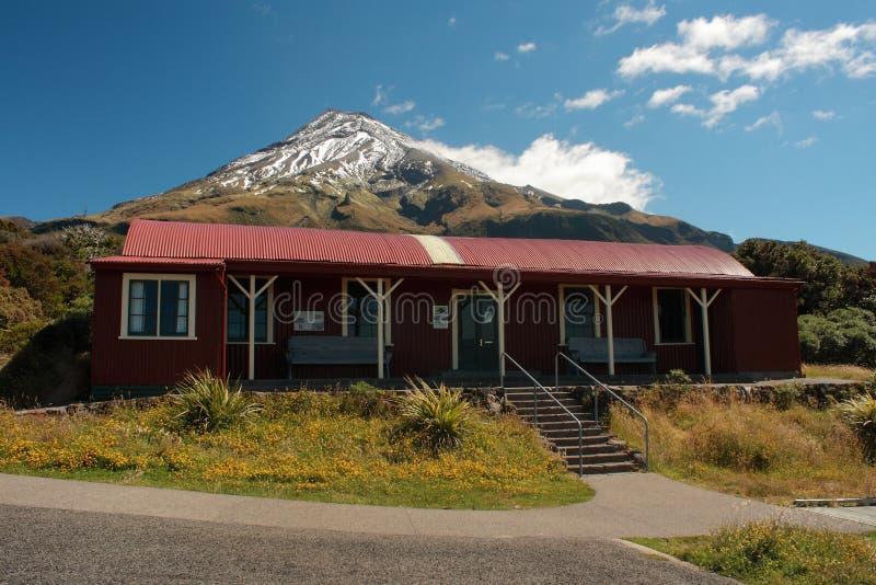 Καλύβα βουνών στο εθνικό πάρκο Egmont στοκ φωτογραφίες με δικαίωμα ελεύθερης χρήσης