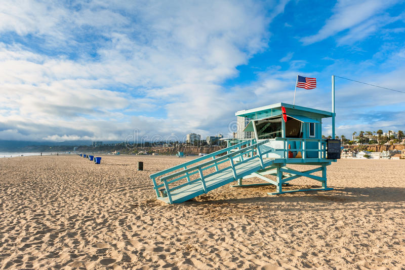 Καλύβα Lifeguard στην παραλία Καλιφόρνια της Σάντα Μόνικα στοκ εικόνα με δικαίωμα ελεύθερης χρήσης