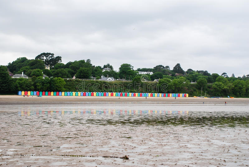 Καλύβες παραλιών στην παραλία Llanbedrog, βόρεια Ουαλία, UK στοκ φωτογραφία