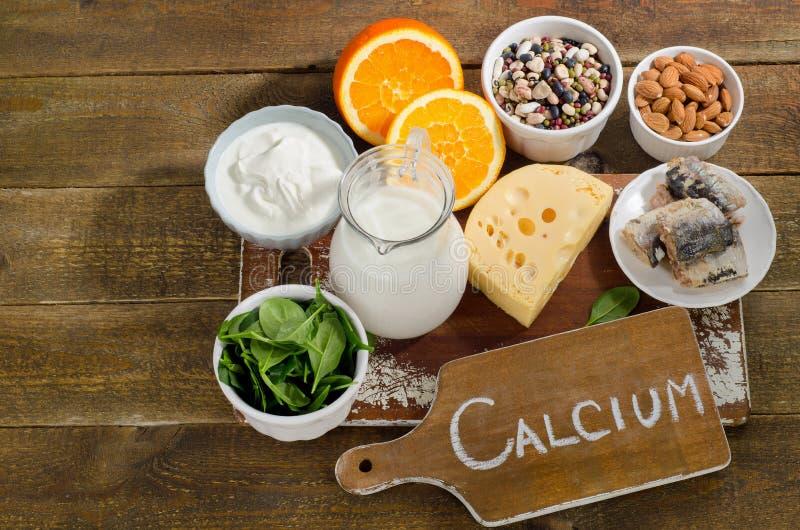 Καλύτερες πηγές τροφίμων ασβεστίου πλούσιες κατανάλωση υγιής στοκ εικόνες