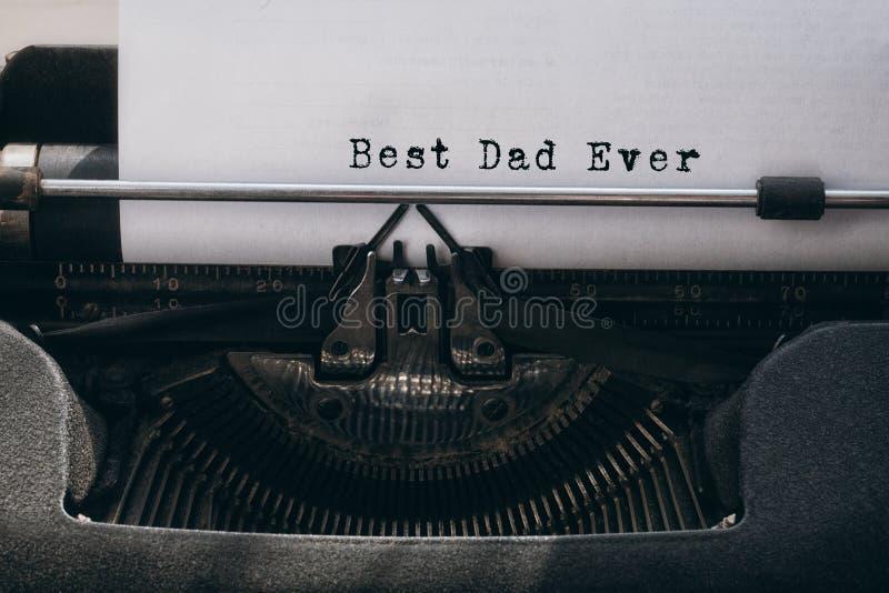 Καλύτερος μπαμπάς που γράφεται πάντα σε χαρτί στοκ εικόνες