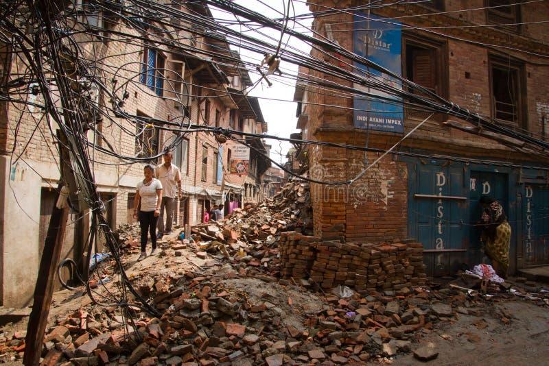 Καλώδια ηλεκτρικής ενέργειας που κατεβάζουν στο σεισμό σε Bhaktapur, Νεπάλ στοκ φωτογραφία με δικαίωμα ελεύθερης χρήσης