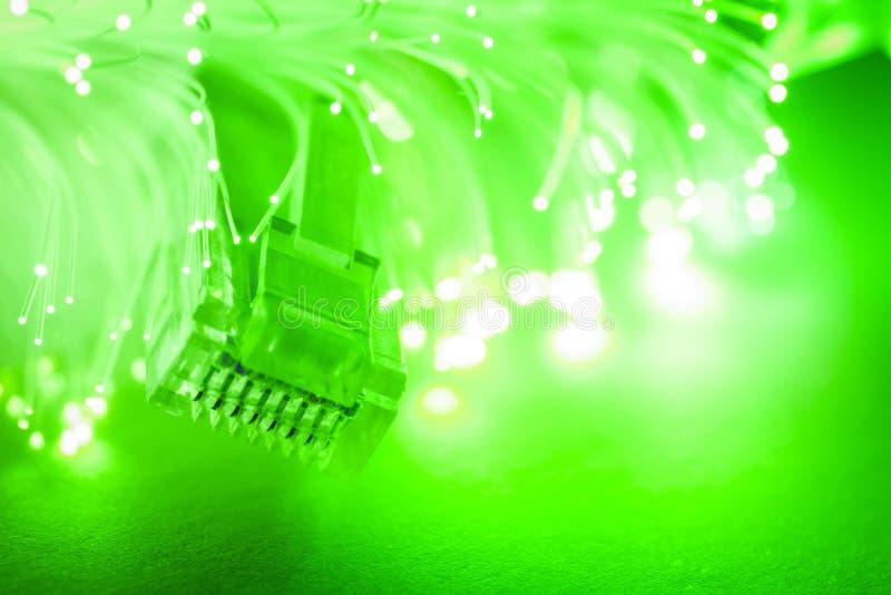 Καλώδια δικτύων με τη οπτική ίνα. στοκ εικόνα με δικαίωμα ελεύθερης χρήσης