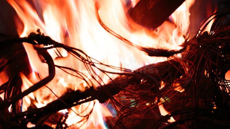 Καλώδιο πυρκαγιών στην πυρκαγιά στοκ εικόνες