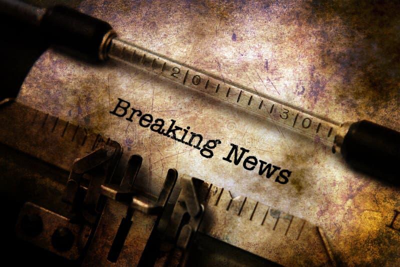 Κείμενο έκτακτων γεγονότων στη γραφομηχανή στοκ φωτογραφίες