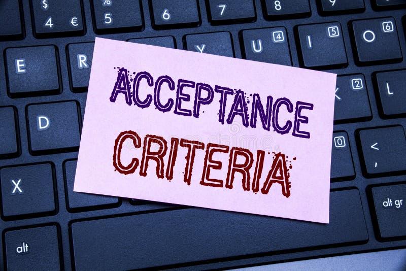 Κείμενο ανακοίνωσης γραφής που παρουσιάζει κριτήρια αποδοχής Επιχειρησιακή έννοια για το ψηφιακό κριτήριο που γράφεται σε κολλώδε στοκ φωτογραφίες με δικαίωμα ελεύθερης χρήσης