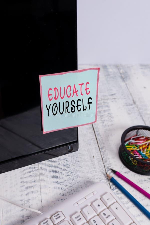 Κείμενο γραφής λέξεων Εκπαιδεύστε τον εαυτό σας Επιχειρηματική ιδέα για την προετοιμασία ενός ατόμου ή κάποιου σε συγκεκριμένο το στοκ εικόνα με δικαίωμα ελεύθερης χρήσης