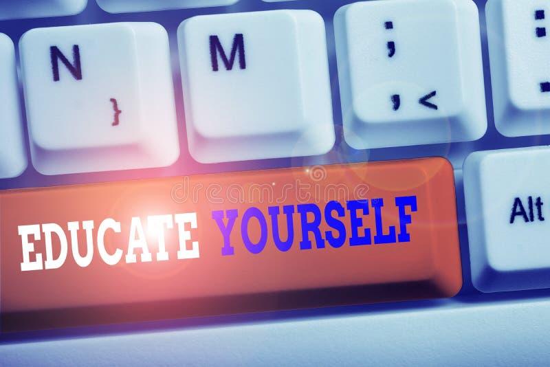 Κείμενο γραφής λέξεων Εκπαιδεύστε τον εαυτό σας Επιχειρηματική ιδέα για την προετοιμασία ενός ατόμου ή κάποιου σε μια συγκεκριμέν στοκ φωτογραφίες με δικαίωμα ελεύθερης χρήσης