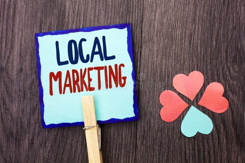 Κείμενο γραφής που γράφει το τοπικό μάρκετινγκ Έννοια που σημαίνει τις περιφερειακές εμπορικές τοπικά ανακοινώσεις διαφήμισης που στοκ εικόνες